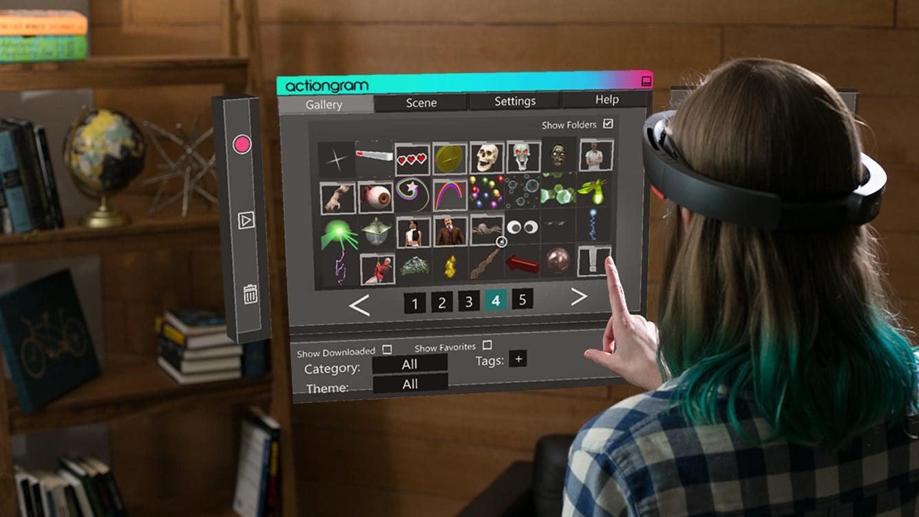 リビング ルームで HoloLens を装着した女性が、ホログラムのメニューからキャラクター属性を選んでいる